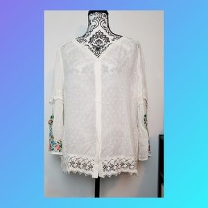 Chico's embroidered lace trim blouse